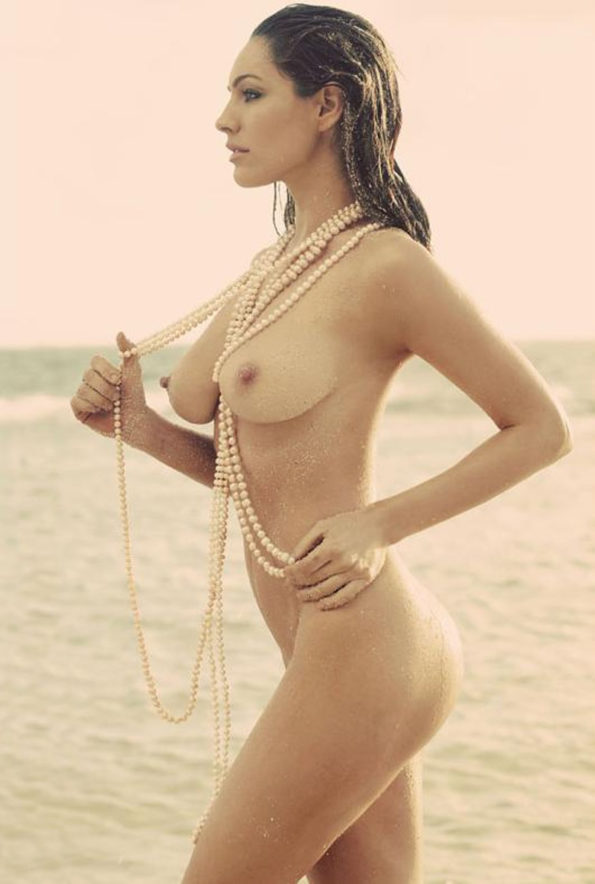 Kelly-Brook-Nude-and-Wet-with-Pearls.jpg
